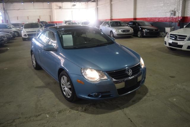 2009 Volkswagen Eos Komfort Richmond Hill, New York 1