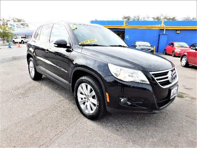 2009 Volkswagen Tiguan SE Limited warranty included to assure your worry-free purchase AutoCheck