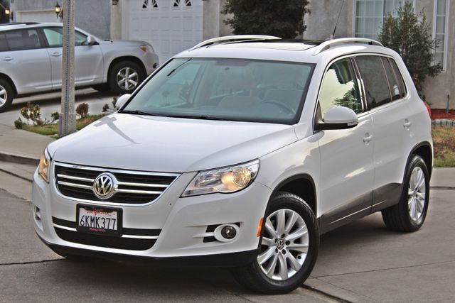2009 Volkswagen TIGUAN SE 74K MLS 1-OWNER AUTOMATIC PANORAMIC ROOF NAVIGATION Woodland Hills, CA 1