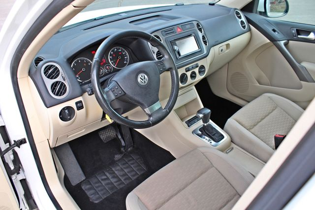 2009 Volkswagen TIGUAN SE 74K MLS 1-OWNER AUTOMATIC PANORAMIC ROOF NAVIGATION Woodland Hills, CA 16