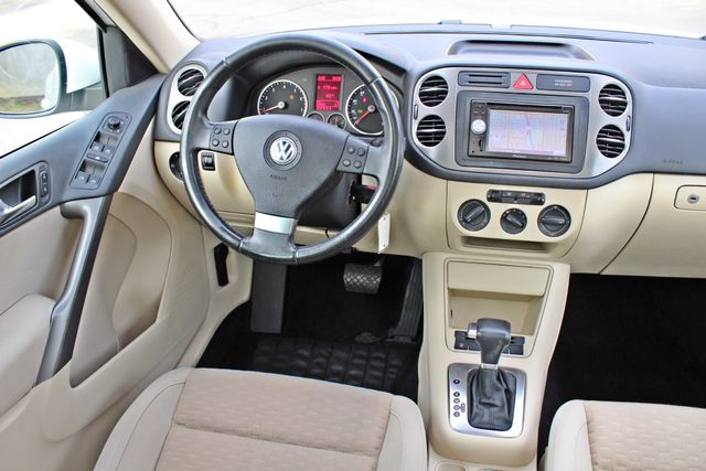 2009 Volkswagen TIGUAN SE 74K MLS 1-OWNER AUTOMATIC PANORAMIC ROOF NAVIGATION Woodland Hills, CA 23