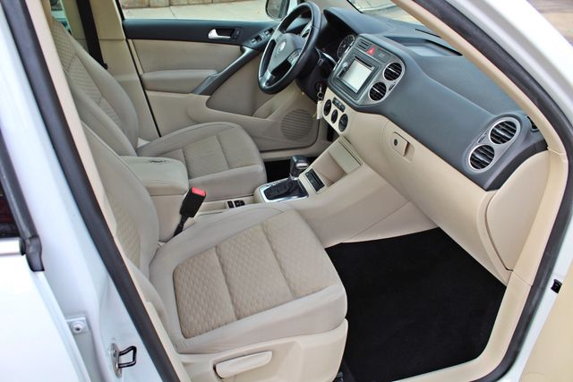 2009 Volkswagen TIGUAN SE 74K MLS 1-OWNER AUTOMATIC PANORAMIC ROOF NAVIGATION Woodland Hills, CA 28
