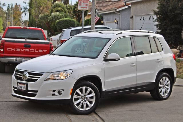 2009 Volkswagen TIGUAN SE 74K MLS 1-OWNER AUTOMATIC PANORAMIC ROOF NAVIGATION Woodland Hills, CA 2