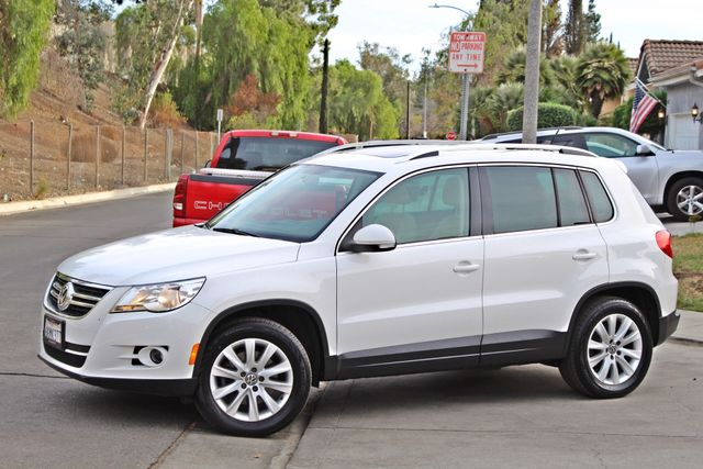 2009 Volkswagen TIGUAN SE 74K MLS 1-OWNER AUTOMATIC PANORAMIC ROOF NAVIGATION Woodland Hills, CA 3