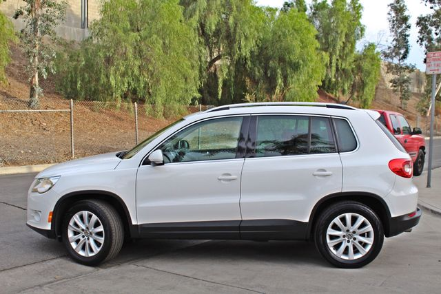 2009 Volkswagen TIGUAN SE 74K MLS 1-OWNER AUTOMATIC PANORAMIC ROOF NAVIGATION Woodland Hills, CA 4