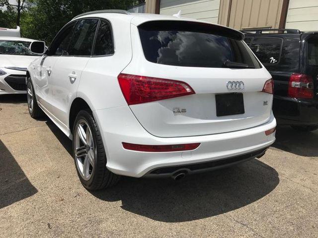 2010 Audi Q5 Premium Plus Batavia, Illinois 1