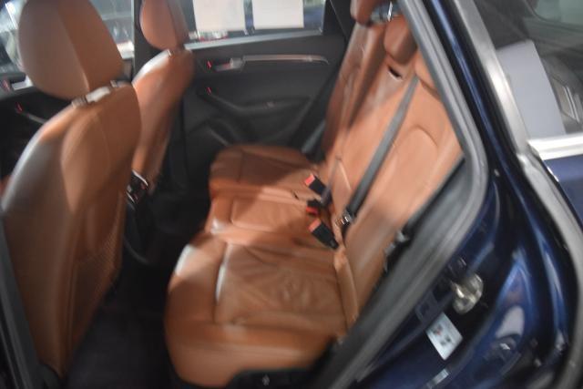 2010 Audi Q5 Premium Richmond Hill, New York 4