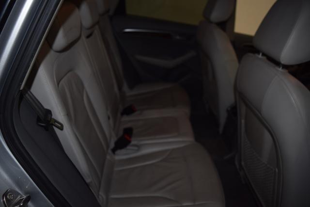 2010 Audi Q5 Premium Plus Richmond Hill, New York 10