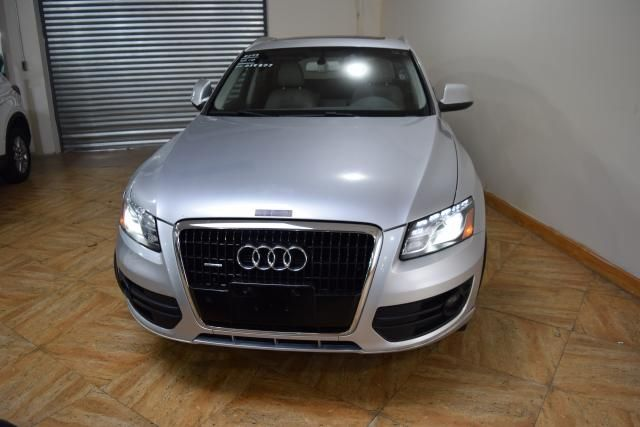 2010 Audi Q5 Premium Plus Richmond Hill, New York 2