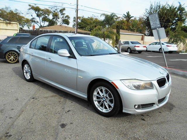 2010 BMW 328i Limited warranty included to assure your worry-free purchase AutoCheck report is av
