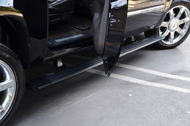 2010 Cadillac Escalade ESV Premium Reseda, CA 21