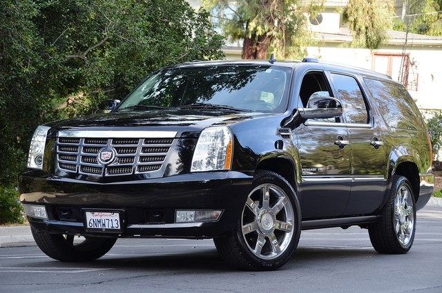 2010 Cadillac Escalade ESV Premium Reseda, CA 1