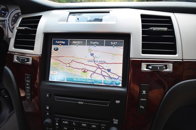 2010 Cadillac Escalade ESV Premium Reseda, CA 9