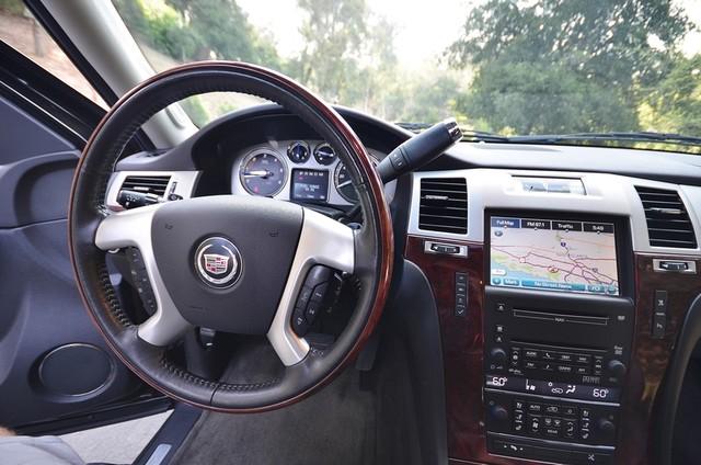 2010 Cadillac Escalade ESV Premium Reseda, CA 7