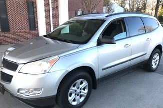 2010 Chevrolet-3 Owner!! Carfax Clean! Traverse-CARMARTSOUTH.COM LS-17 YEARS IN BUSINESS!! Knoxville, Tennessee