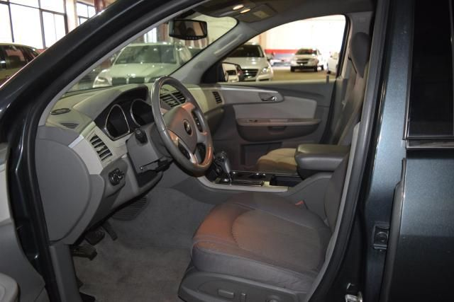 2010 Chevrolet Traverse LT w/2LT Richmond Hill, New York 13