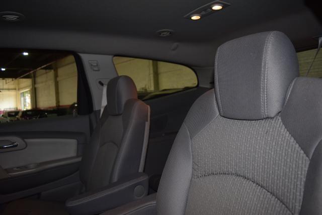 2010 Chevrolet Traverse LT w/2LT Richmond Hill, New York 9