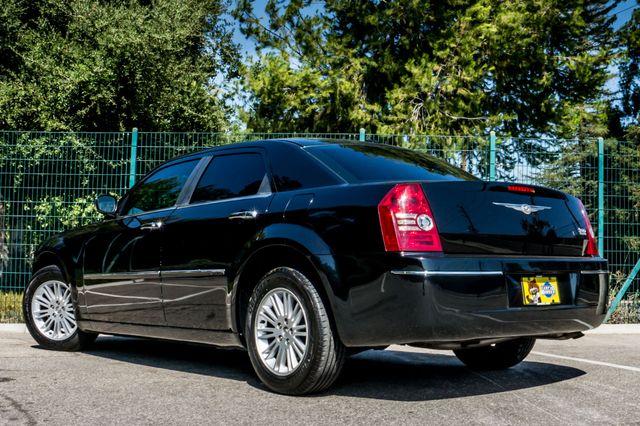 2010 Chrysler 300 Touring - AUTO - 85K MILES - LEATHER Reseda, CA 7