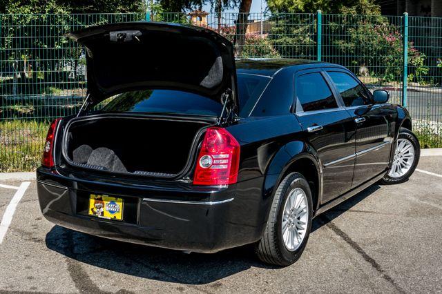 2010 Chrysler 300 Touring - AUTO - 85K MILES - LEATHER Reseda, CA 11