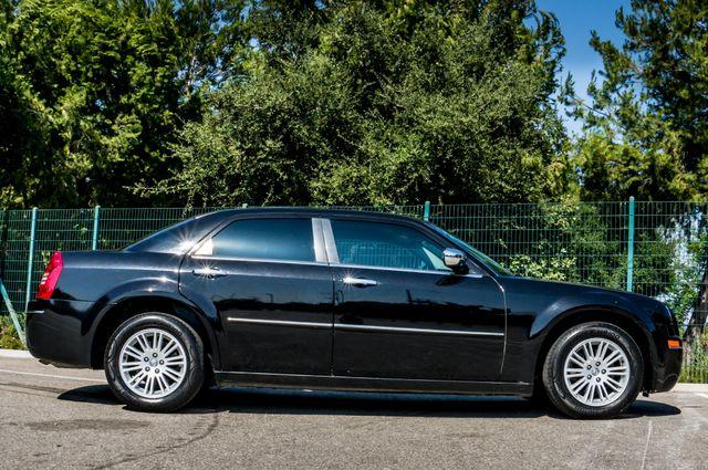 2010 Chrysler 300 Touring - AUTO - 85K MILES - LEATHER Reseda, CA 6