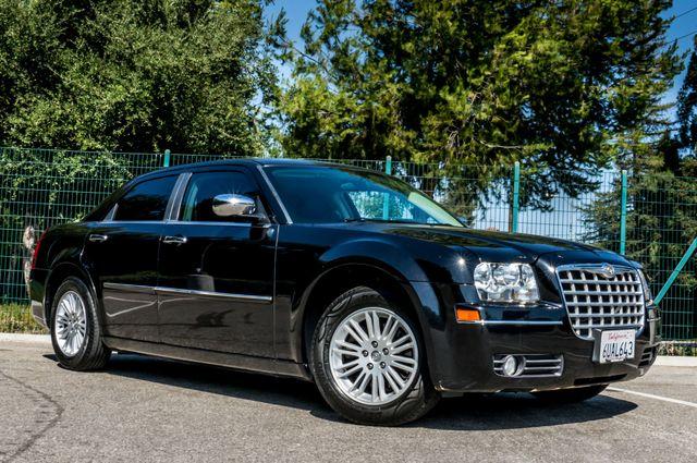 2010 Chrysler 300 Touring - AUTO - 85K MILES - LEATHER Reseda, CA 4