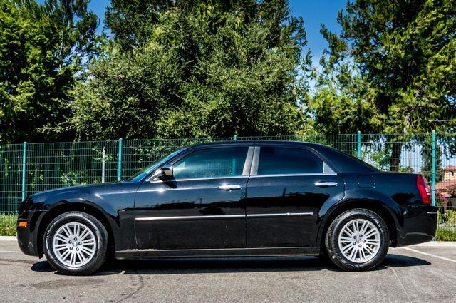 2010 Chrysler 300 Touring - AUTO - 85K MILES - LEATHER Reseda, CA 5