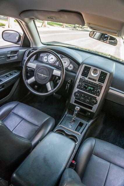 2010 Chrysler 300 Touring - AUTO - 85K MILES - LEATHER Reseda, CA 32