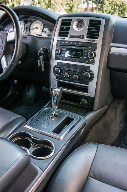 2010 Chrysler 300 Touring - AUTO - 85K MILES - LEATHER Reseda, CA 19