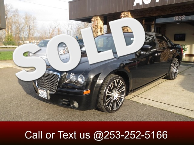 2010 Chrysler 300s V8 With Attention Grabbing Good Looks A Smooth Quiet Ride and a Powerful Engi