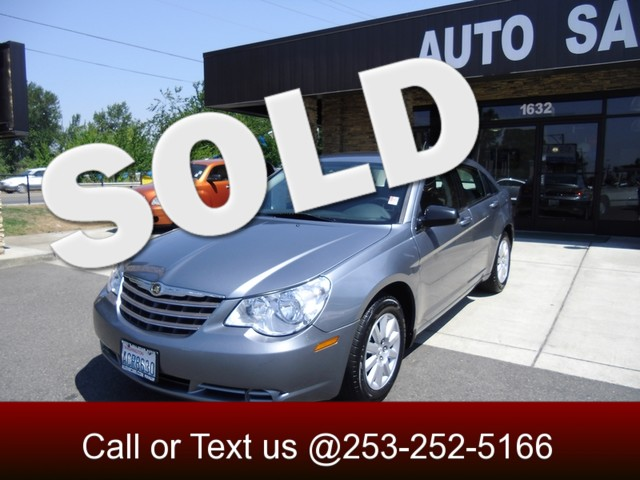 2010 Chrysler Sebring Touring Looking for a high-value beautiful car with room for your family an
