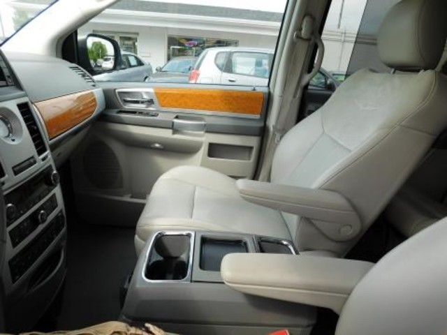 2010 Chrysler Town & Country Limited Ephrata, PA 18