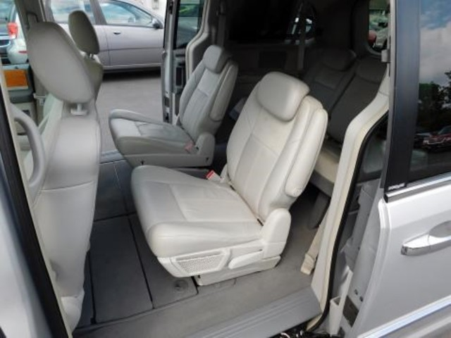 2010 Chrysler Town & Country Limited Ephrata, PA 19
