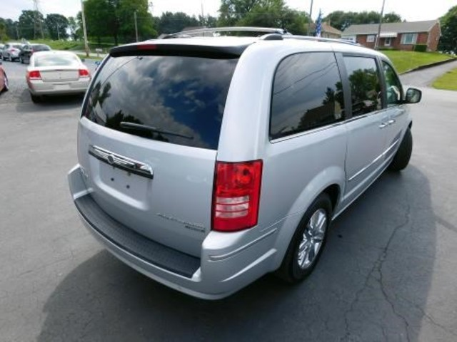 2010 Chrysler Town & Country Limited Ephrata, PA 3