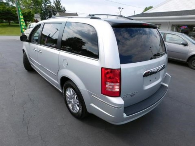 2010 Chrysler Town & Country Limited Ephrata, PA 5
