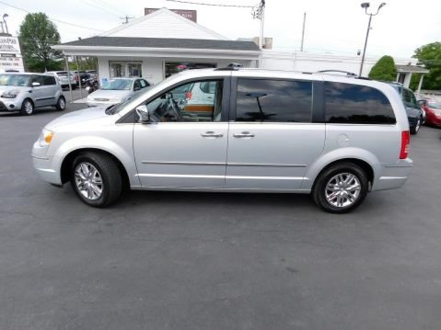 2010 Chrysler Town & Country Limited Ephrata, PA 6