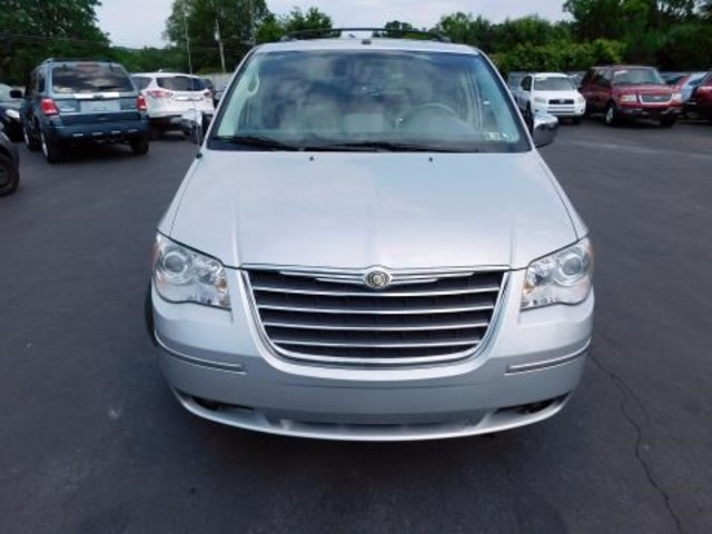 2010 Chrysler Town & Country Limited Ephrata, PA 8