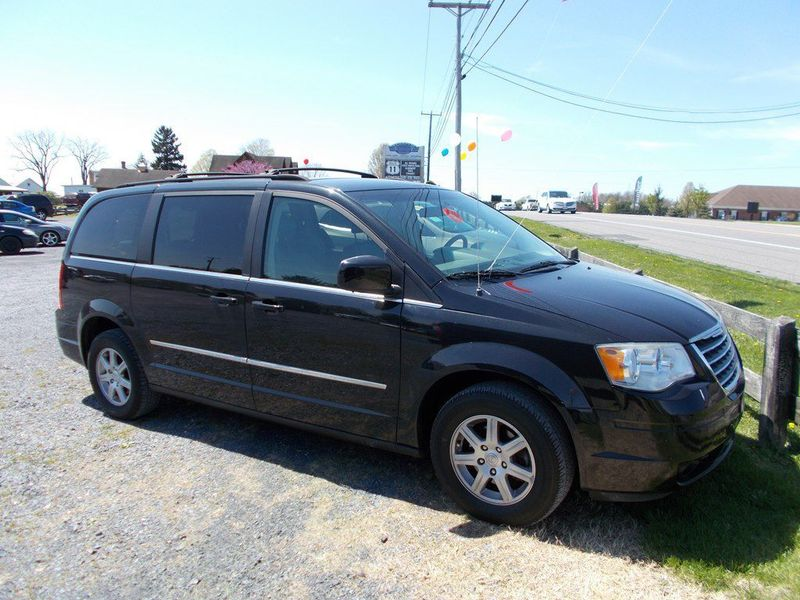2010 Chrysler Town & Country Touring | Harrisonburg, VA | Armstrong's Auto Sales in Harrisonburg VA