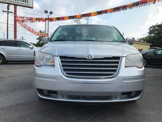 2010 Chrysler Town & Country Touring Knoxville , Tennessee 3