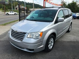 2010 Chrysler Town & Country Touring Knoxville , Tennessee 9