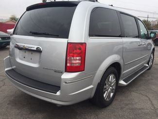 2010 Chrysler Town & Country Limited AUTOWORLD (702) 452-8488 Las Vegas, Nevada 2
