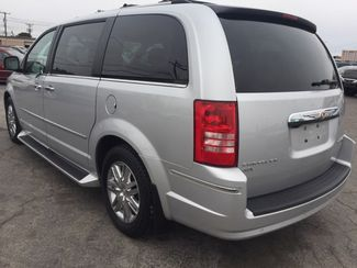 2010 Chrysler Town & Country Limited AUTOWORLD (702) 452-8488 Las Vegas, Nevada 3