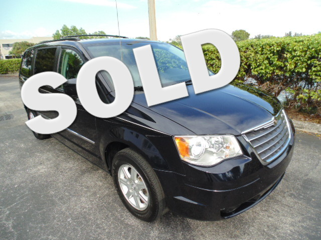 2010 Chrysler Town  Country Touring Plus This 2010 Chrysler Town  Country Touring Plus is a non