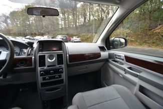 2010 Chrysler Town & Country Touring Naugatuck, Connecticut 17