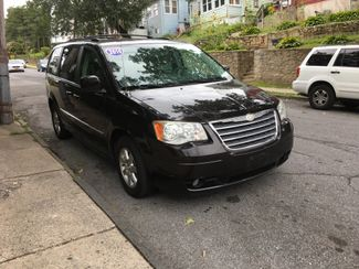 2010 Chrysler Town & Country Touring Plus Portchester, New York 1