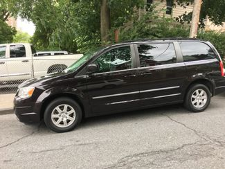 2010 Chrysler Town & Country Touring Plus Portchester, New York 3