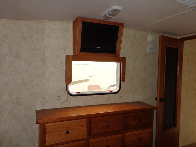 2010 Coachmen Brookstone 367RLS Mandan, North Dakota 18