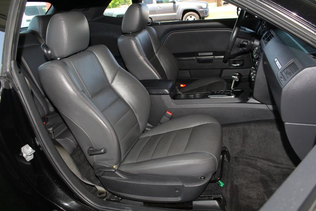 2010 Dodge Challenger R/T RWD - SUNROOF - HEATED LEATHER! Mooresville , NC 15