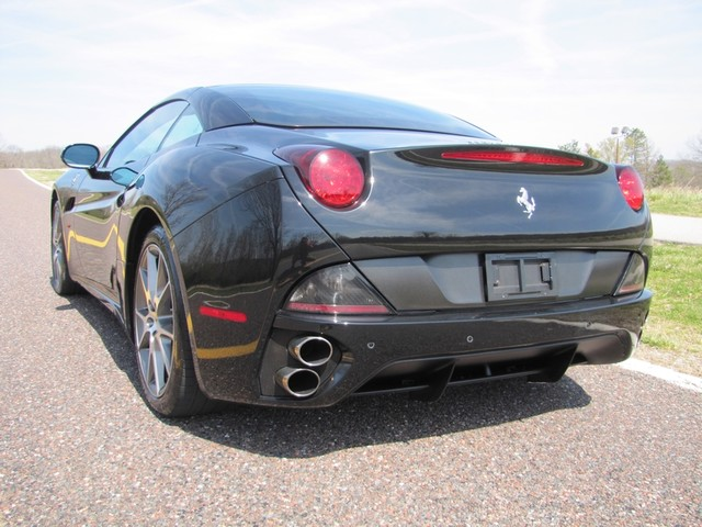 2010 Ferrari California St. Louis, Missouri 9