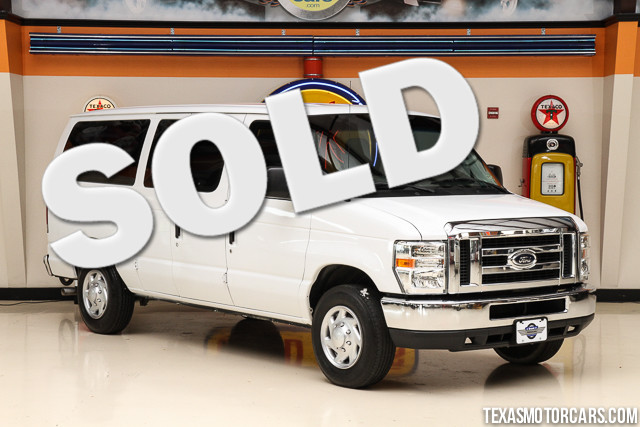 2010 Ford Econoline Wagon XLT This Carfax 1-Owner accident-free 2010 Ford Econoline Wagon XLT is