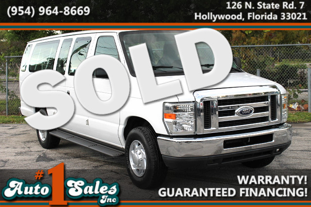 2010 Ford Econoline Wagon XLT  WARRANTY CARFAX CERTIFIED AUTOCHECK CERTIFIED 2 OWNERS 16 SE